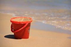 Cubo rojo Imagen de archivo libre de regalías