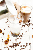 Cubo in un vetro di caffè ghiacciato Immagini Stock