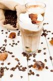 Cubo in un vetro di caffè ghiacciato Immagine Stock Libera da Diritti