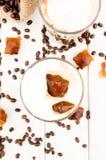 Cubo in un vetro di caffè ghiacciato Immagine Stock