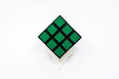 Cubo verde de Rubik Imágenes de archivo libres de regalías