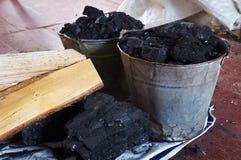¡Cubos con el carbón! Imagen de archivo libre de regalías