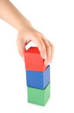 Cubos da mão e do brinquedo das crianças Fotografia de Stock Royalty Free
