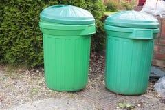 Cubos de basura verdes Foto de archivo libre de regalías