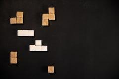 Cubos de Brown e do açúcar branco Imagem de Stock Royalty Free