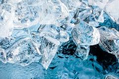 Cubos de gelo azuis. Fundo do alimento Fotos de Stock