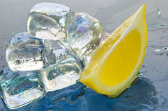 Cubos de gelo a beber Imagens de Stock