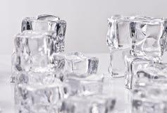 Cubos de gelo de derretimento Fotos de Stock