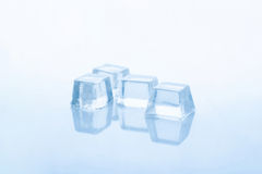 Cubos de gelo desobstruídos Imagens de Stock