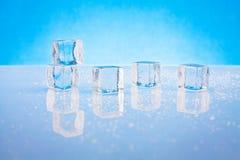 Cubos de gelo molhados Fotos de Stock Royalty Free