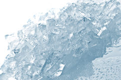 Cubos de gelo na luz azul Foto de Stock