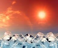 Cubos de gelo no céu vermelho Imagens de Stock