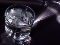 Cubos de gelo no vidro Imagens de Stock Royalty Free