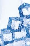 Cubos de gelo transparentes congelados Foto de Stock Royalty Free