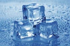 Cubos de hielo. Imagen de archivo libre de regalías