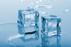 Cubos de hielo azules Foto de archivo