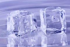 Cubos de hielo azules Imagen de archivo libre de regalías