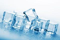 Cubos de hielo de fusión Foto de archivo