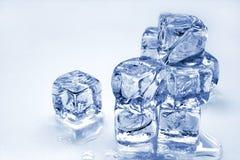 Cubos de hielo de fusión Fotografía de archivo libre de regalías