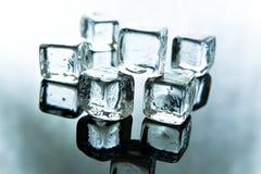 Cubos de hielo de fusión foto de archivo libre de regalías
