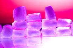 Cubos de hielo de fusión Fotos de archivo libres de regalías