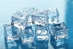 Cubos de hielo de fusión Imagen de archivo