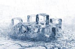 Cubos de hielo de fusión en lluvia Imágenes de archivo libres de regalías