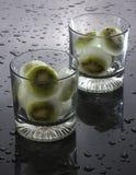 Cubos de hielo del kiwi Imagenes de archivo