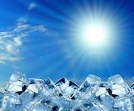 Cubos de hielo en cielo azul Foto de archivo libre de regalías