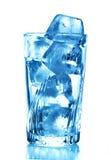 Cubos de hielo en vidrio Foto de archivo