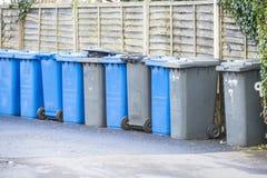 Cubos de la basura Fotos de archivo