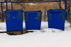 Cubos de la basura azules Imagen de archivo