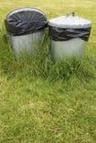 Cubos de la basura en hierba Fotos de archivo libres de regalías