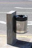 Cubos de la basura en la calle Imágenes de archivo libres de regalías