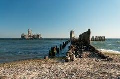 Cubos de madera viejos en el mar Fotografía de archivo libre de regalías