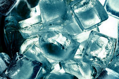 Cubos de um gelo de turquesa Imagem de Stock