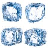 Cubos del hielo en un fondo blanco. Con la trayectoria de recortes Imagenes de archivo