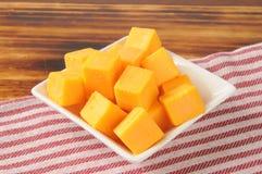 Cubos del queso cheddar Fotografía de archivo libre de regalías
