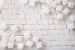 Cubos do açúcar refinado como o fundo fotos de stock royalty free