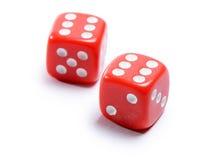 Cubos rojos para el póker en el fondo blanco Imagen de archivo libre de regalías
