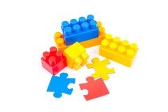 Cubos y rompecabezas de Lego Imágenes de archivo libres de regalías