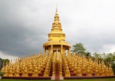 Cubra cinco cem pagodes no templo, Tailândia imagens de stock royalty free
