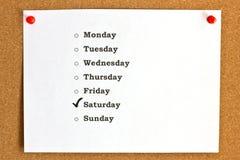 Cubra com os dias da semana e do sábado marcado, fixados ao c imagem de stock royalty free