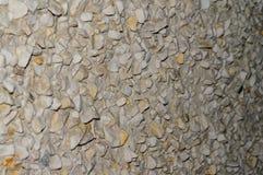 Cubra con grava la pendiente aguda de la pared con defocus fotografía de archivo
