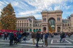 Cubra con una cúpula el cuadrado en Milán, durante tiempo de la Navidad Foto de archivo libre de regalías