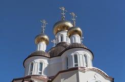 Cubra con una cúpula la construcción de la iglesia de St Xenia de Petersburgo en la calle Lakhtinskaya en St Petersburg Imagen de archivo