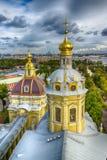 Cubra con una cúpula panorama St Petersburg de la opinión superior de Peter y de Paul Cathedral Foto de archivo libre de regalías