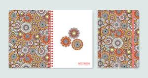 Cubra el diseño para los cuadernos o los libros de recuerdos con las flores ornamentales hermosas Fotos de archivo libres de regalías