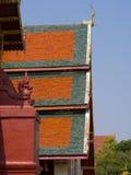 Cubra el estilo del templo tailandés con el ápice en el top, Tailandia del aguilón Fotos de archivo libres de regalías