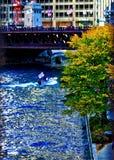 Cubs выигрывает! Река Чикаго покрасила синь во время торжества 2016 Cubs выигрывая отборочные матчи чемпионата мира b стоковое фото rf